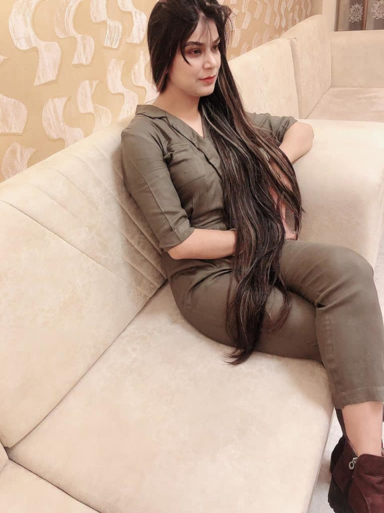 Hot girl in Lucknow